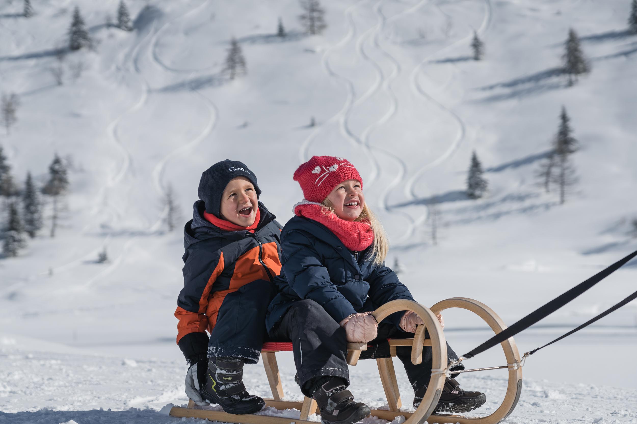 Winterwandern Rodel Familie Sporgastein (c) Gasteinertal Tourismus GmbH, www.oberschneider (12)